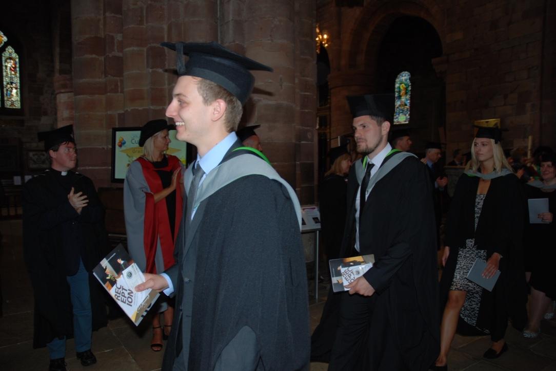 Graduation ausmarsch daniel noel dajana bachelorplus for Nc fur bwl studium