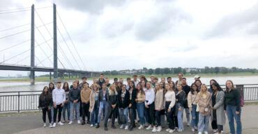 ERSTI TAG mit Kennenlernen und Düsseldorf Rallye beim Abschluss an den Rheinwiesen.